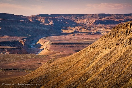 We explored the beauty of Namibia's Fish River Canyon through Acacia Africa.