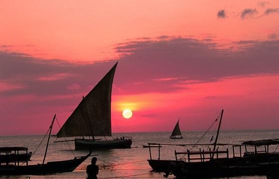 Tanzania_Zanzibar_Sunset_Boats