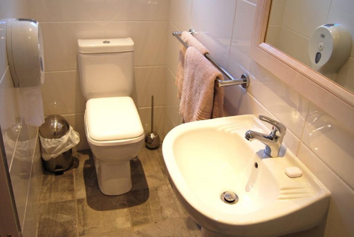 En Suite Bathroom South Africa: Namibia, Botswana & Victoria Falls Safari